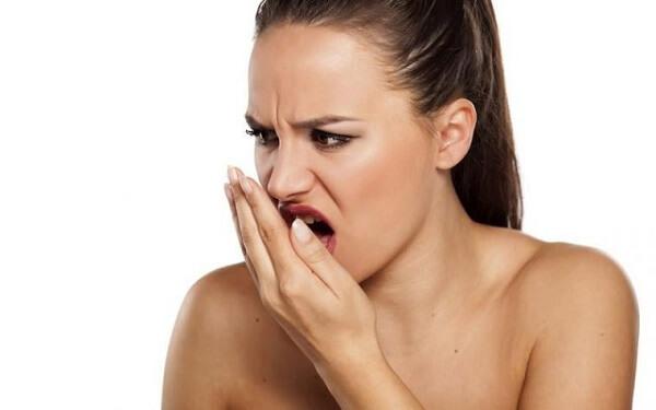 Thực hư việc bọc răng sứ bị hôi miệng không
